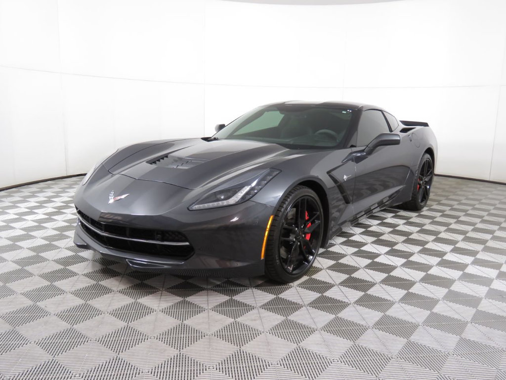 Pre-Owned 2018 Chevrolet Corvette 2dr Stingray Z51 Coupe w/2LT