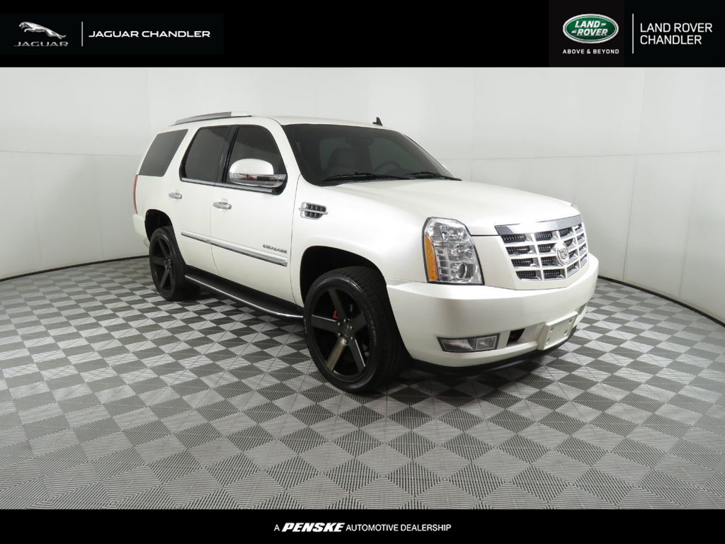 Pre-Owned 2011 Cadillac Escalade AWD 4dr Luxury